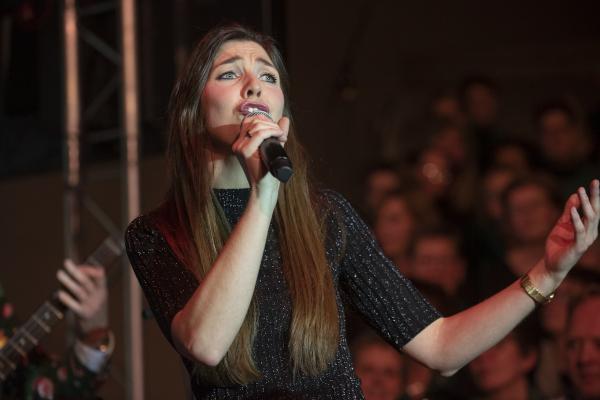 Anne Meta Kobes zingt Kerstnacht in Sportstad Heerenveen 2019